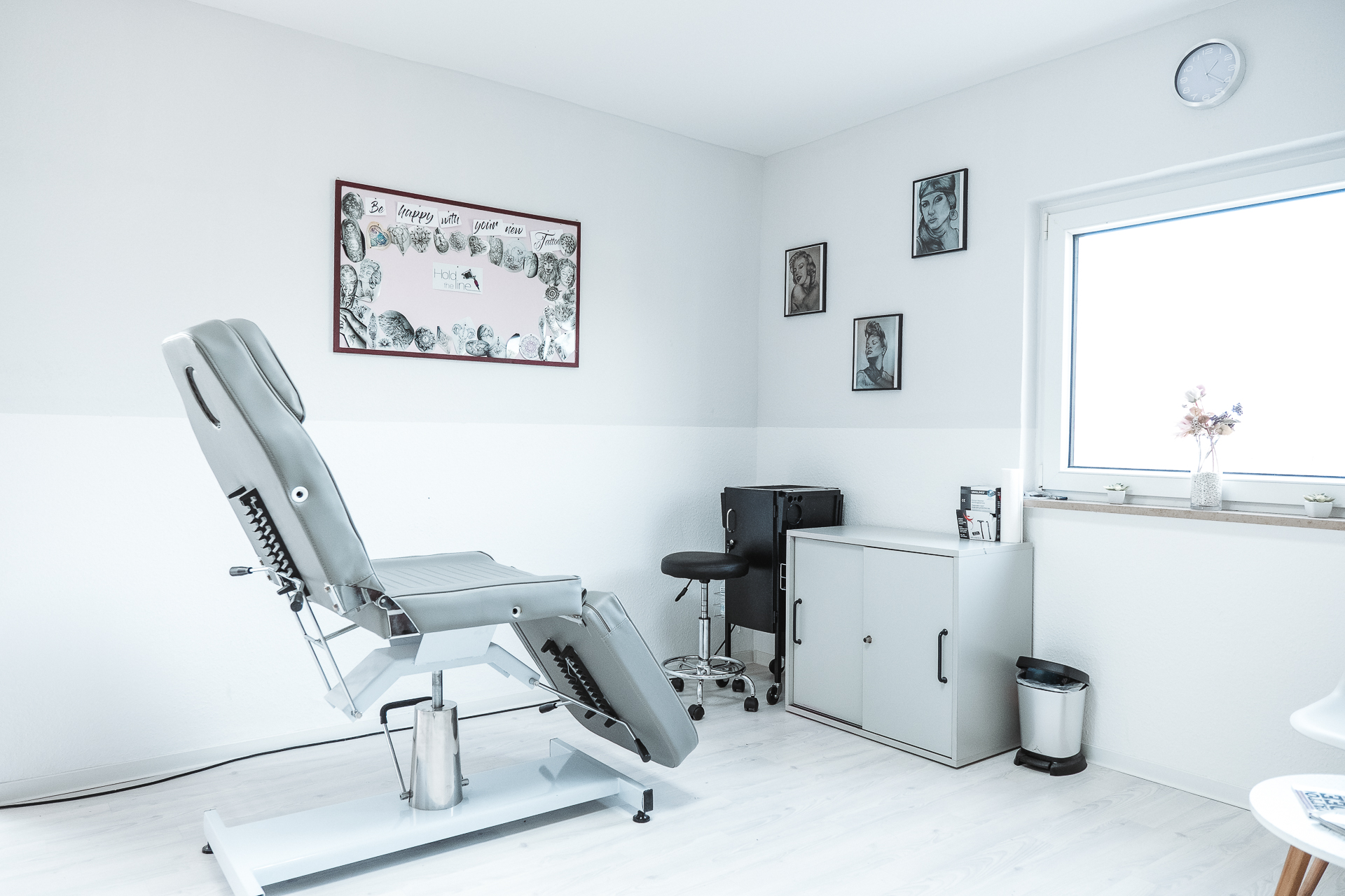 holdtheline-Tattoo-Studio Chair