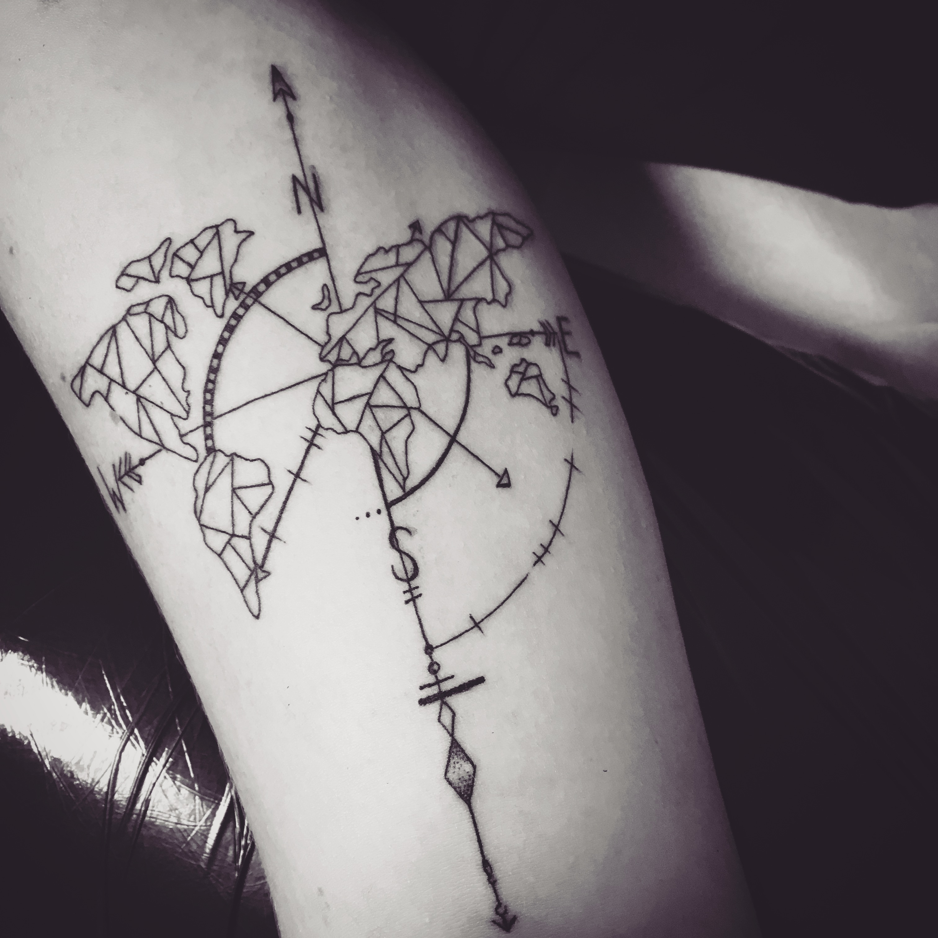 Geometrie Weltkarten-Tattoo
